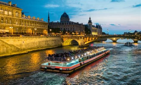 bateau mouche river cruise paris dinner cruise along the seine with bateaux mouches river