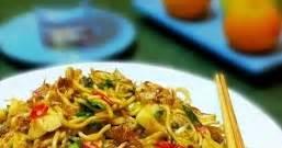 cara membuat mie goreng pedas manis resep masakan indonesia resep mie goreng pedas