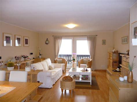 gemütliche sessel wohnzimmer wanduhr design wohnzimmer