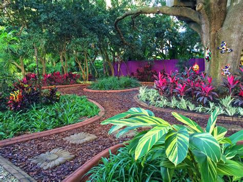 5 Unique Hardscape Designs In Ta Florida Lawnstarter Florida Gardening Ideas