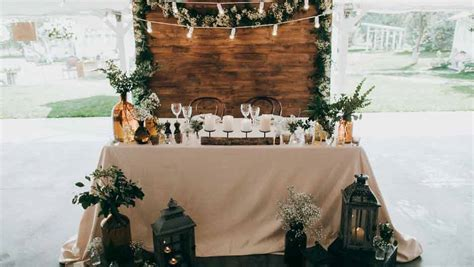 7 Pretty Decorations You Need For Your Rustic Wedding