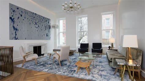 ryan seacrest  renting  glitzy upper east side