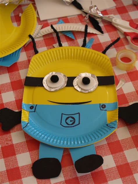 How To Make Paper Plate Crafts - paper plate minion craft here come the