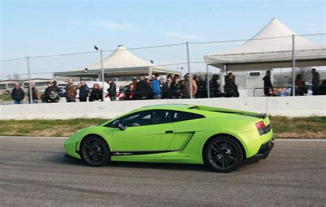 Lamborghini Fahren Geschenk by Lamborghini Gel 228 Ndewagen Fahren In Mailand Als Geschenk