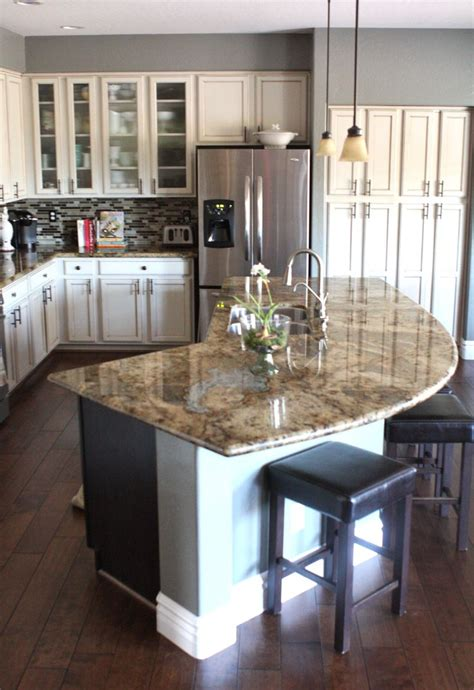 a kitchen island best 25 curved kitchen island ideas on