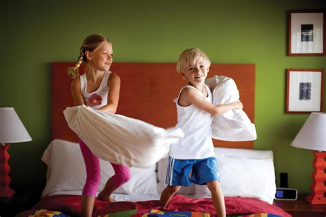 how to a pillow fight like a rock child s play