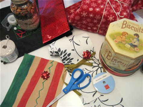wrapping gifts without wrapping paper upcycle recycle reuse wrapping without paper upcycled