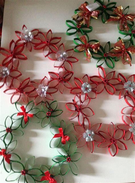 ghirlande di fiori di carta ghirlande di natale con rotoli di carta igienica e fondi