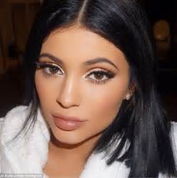 haircut for big cheekbones kylie jenner sports natural make up in rare understated