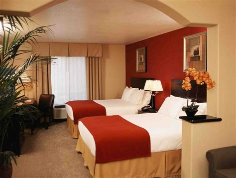 hotels with 2 bedrooms accommodations holiday inn express hollywood hotel