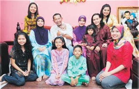semekar kasih gambar keluarga bahagia salih yaccob semoga payung emas menjadi milik isteri