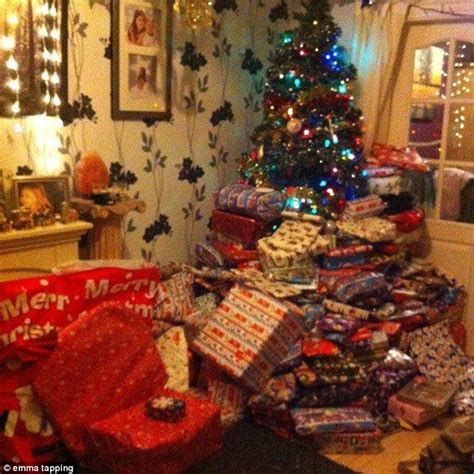 emma tapping spent 163 1 500 on 300 christmas presents for