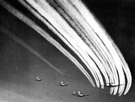 Vapor Battle sle photo b 17 vapor trails wwii netherlands escape lines