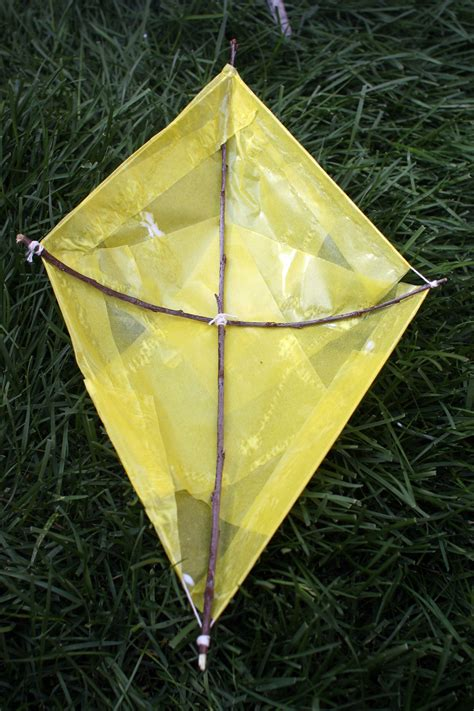 A Paper Kite - how to make a paper kite domesticspace