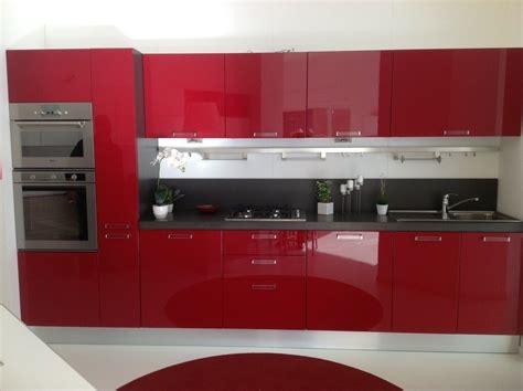 cucina scavolini rossa offerta scavolini sax rossa 4683 cucine a prezzi scontati