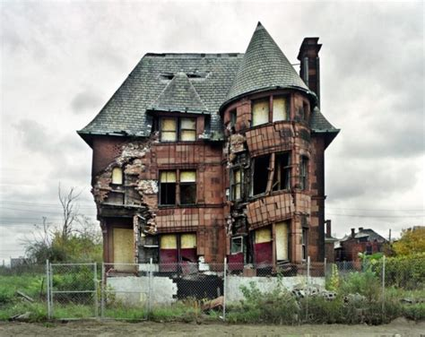 houses from 24 creepy photos of abandoned houses from around the world