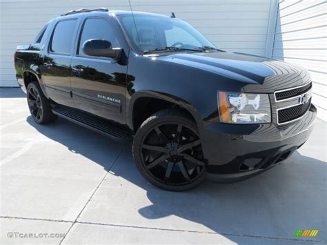 Outdoor Ls by Black 2013 Chevrolet Avalanche Ls Exterior Photo 82986550