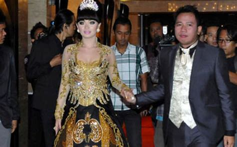 Model Rambut Zaskia Gotik by Pelantun Lagu Tarik Selimut Zaskia Gotik Pamer Dengan