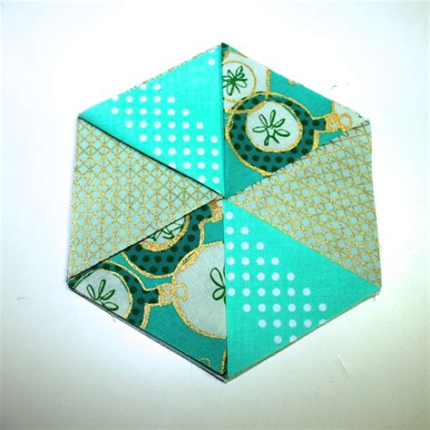 pattern fabric coasters folded hexagon coasters project totally stitchin