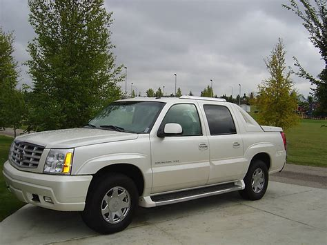 how cars run 2005 cadillac escalade ext free book repair manuals 2005 cadillac escalade ext information and photos momentcar
