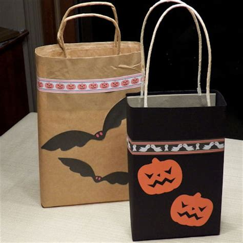 How To Make Paper Goody Bags - how to make easy trick or treat bags crafts