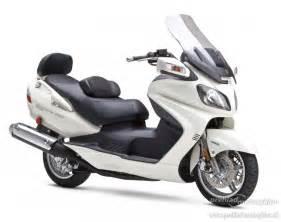 2009 Suzuki Burgman 650 Suzuki Burgman 650 R 2009 Preh箴ad Motocyklov