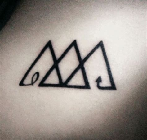triple triangle tattoo 1000 images about ideas on flies away