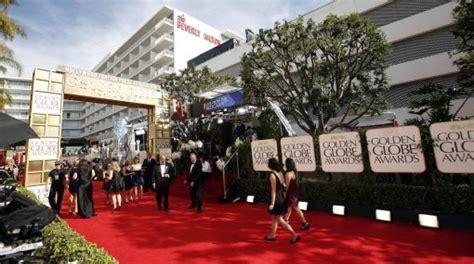 cadenas de oro en los angeles california reviva el desfile de estrellas por alfombra roja de los