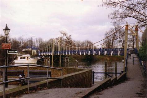 thames lock pub footbridge over the thames at teddington 169 stephen