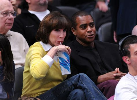 Ahmad Rashad Kicked Out of Bears Club by Wife! Gossip Extra