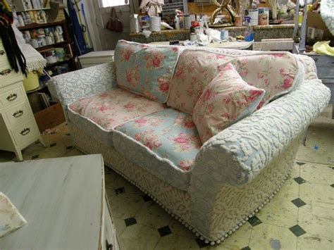 shabby chic couch slipcovers 17 best ideas about shabby chic sofa on pinterest shabby