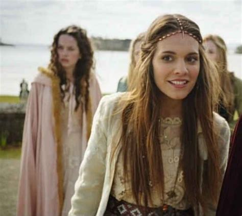 reign cw show hair weave beads 21 reasons why quot reign quot is totally worth your while girls