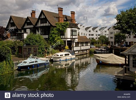 thames river cruise marlow marlow lock river thames buckinghamshire august stock
