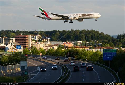 emirates zurich a6 egb emirates airlines boeing 777 300er at zurich