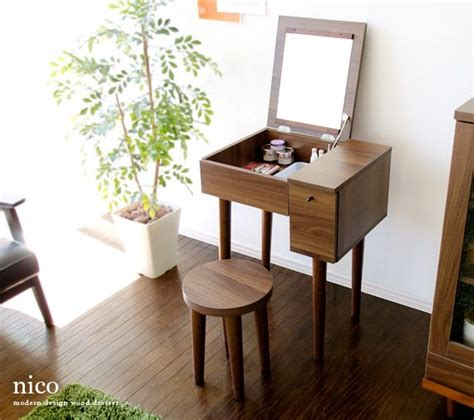 Small Makeup Vanity Desk Best 25 Small Vanity Table Ideas On Pinterest Small Dressing Table Small Bedroom Vanity And