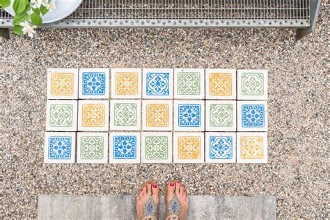 betonplatten streichen terrasse gehwegplatten streichen diy betonplatten upcycling f 252 r den