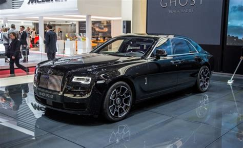 roll royce indonesia ghost black badge mobil gahar hitam terbaru rolls royce
