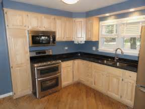 best color to paint kitchen with oak cabinets light or