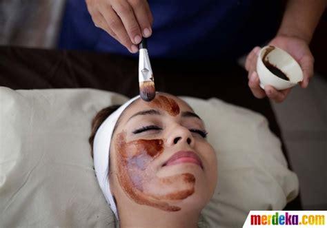 Masker Coklat foto menjaga kesehatan kulit wajah dengan masker coklat