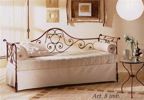 divani in ferro battuto antichi divano camelia con imbottiture vendita on line di letti