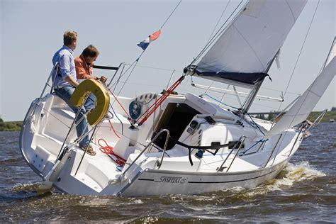 kleine jachten te koop sportina 25 huren bootverhuur friesland huren zeilboot