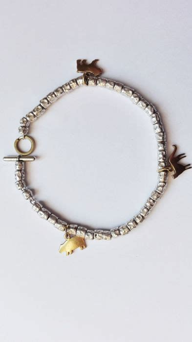 dodo by pomellato dodo by pomellato bracelet with 3 charms in 750 gold