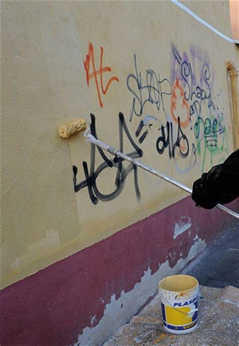 Comment Peindre Une Pièce 2410 by Peinture Vernis Anti Tag Et Graffitis Demandez Conseils