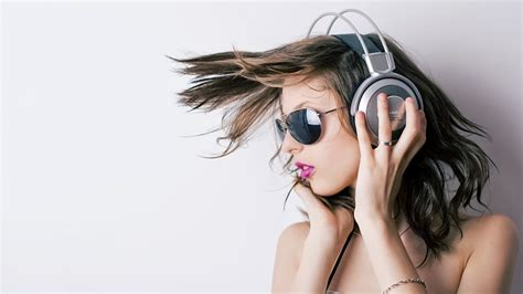 wallpaper girl headphones stylish headphone with girls high definition wallpapers