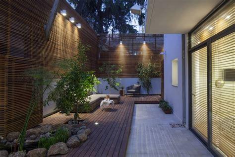 beleuchtung pflanzen sichtschutz aus holz im garten moderner stadtwohnung