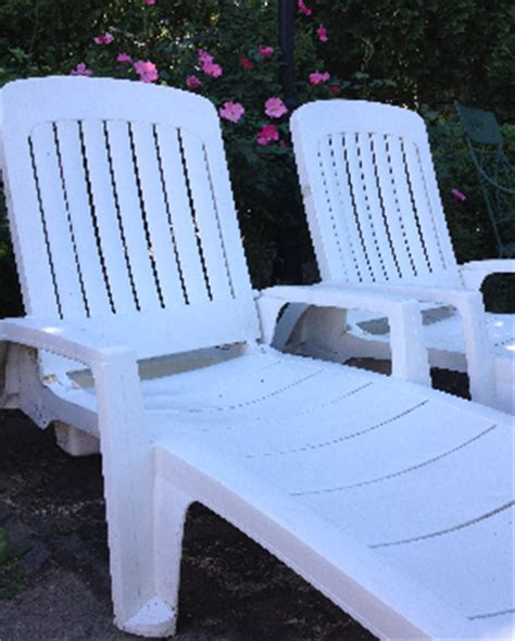 easy way clean plastic patio furniture running a