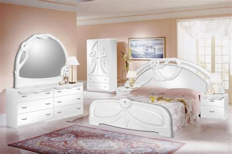 White Furniture For Bedroom by 5 Bedroom Design Trends For 2017 White Bedroom