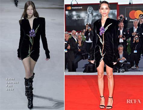 zoe kravitz red carpet fashion awards zoe kravitz in saint laurent racer and the jailbird le