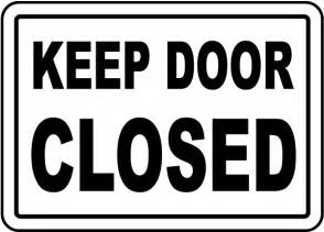 keep door closed sign by safetysign g1908