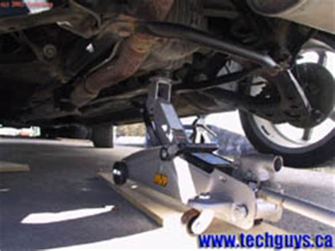 www.techguys.ca | how to: jack up a vehicle using a floor jack